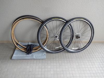 自転車の 自転車 チューブ交換 ママチャリ : 外した前後輪と、これから交換 ...